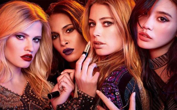 Karnawałowe trendy w makijażu to przede wszystkim zdobienia powiek gwiazdkami, cekinami i metalicznymi cieniami oraz wyraziste usta.
