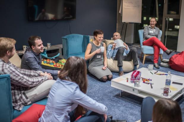 Coworking dziś to nie tylko biurko na wynajem, to przede wszystkim idealne miejsce do nawiązywania współpracy i relacji biznesowych.