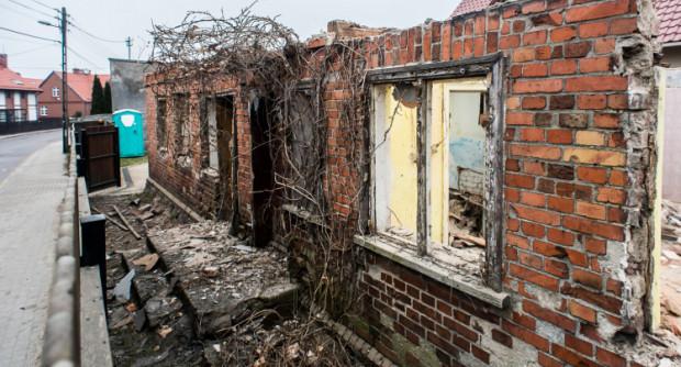 Przebudowa domu przy ul. Żródło Marii jest prowadzona od kilku dni i - jak informują urzędnicy - wydano na nią zgodę.