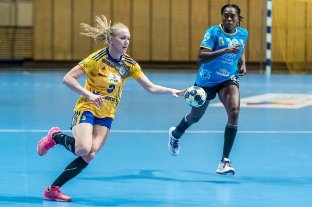Katarzyna Janiszewska najwięcej zyskuje pod względem sportowym dzięki występom w reprezentacji Polski oraz europejskich pucharach.