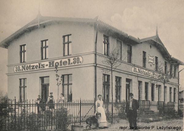 Tak wyglądał nieistniejący już dziś hotelik przy dzisiejszej ul. Kaplicznej (dawniej Kapellenstraße 30).