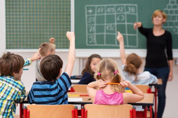 Szkoła najpierw odmówiła przyjęcia dzieci podczas rekrutacji, teraz tworzy klasę dla uczniów prywatnej placówki.