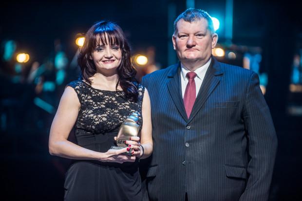 Anna Mrozińska najlepszy szkoleniowiec 2017 roku w Gdyni wraz z Jarosławem Kłodzińskim, przewodniczącym Komisji Sportu Rady Miasta Gdyni.