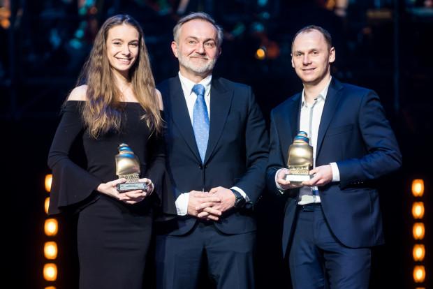 Najlepsi sportowcy Gdyni 2017: Natalia Kozioł i Rafał Siemaszko w towarzystwie prezydenta miasta - Wojciecha Szczurka.