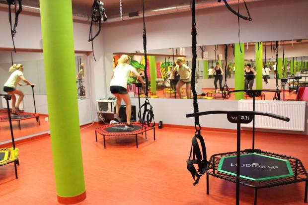 W weekend aktywni fizycznie mogą wziąć udział w maratonie fitness na trampolinach.