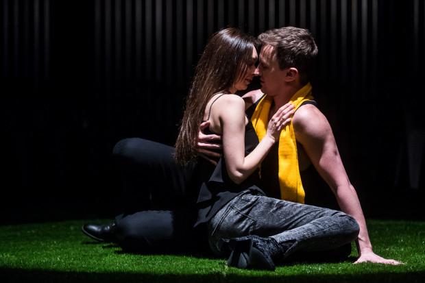 Zgoda' czy 'kosa'? Piłkarski 'Romeo i Julia' w Teatrze