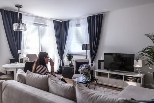 Pani Marta, właścicielka mieszkania jest perfekcjonistką, która lubi dbać o wszelkie detale. Nic więc dziwnego, że styl nowojorski przypadł jej do gustu.