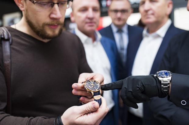 Na uczestników wydarzenia czekały pokazy limitowanych kolekcji biżuterii z diamentami oraz ekskluzywnych manufaktur zegarkowych. I to właśnie one wzbudziły największe zainteresowanie.