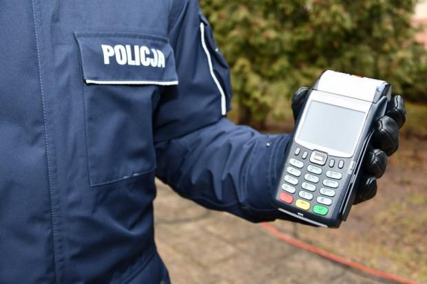 Kierowco, teraz mandat karny będziesz mógł opłacić błyskawicznie, przy użyciu karty płatniczej.