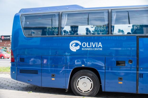 Autokar dowożący pracowników kompleksu Olivia Business Centre. Codziennie korzysta z niego ok. 100 osób.