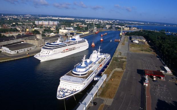 Główną grupą towarową przeładowywaną na Nabrzeżu Oliwskim jest zboże. Obsługiwane są tam także jednostki z drobnicą oraz Ro-Ro.