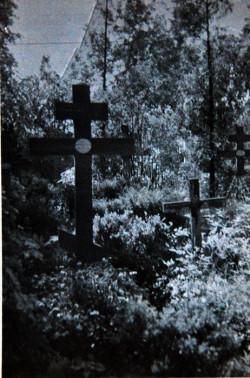 Drewniany krzyż na cmentarzu przy Bramie Oliwskiej w Gdańsku – mogiła Fiodora Nikołajewa, pułkownika armii carskiej.