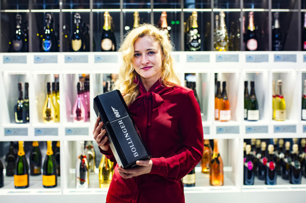 W Champagne Club&Shop znajdziemy najsłynniejsze marki szampanów, takie jak: Moet, Dom Perignion, czy G.H. Mumm, Armand de Brignac, Bollinger, czy Perrier Jouet.