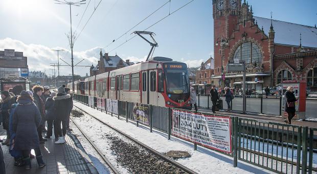 Obecnie miasto wydaje zgodę na wieszanie reklam nawet na płotach w obrębie torowisk tramwajowych. Rozwiązanie to będzie niedopuszczane po wejściu w życie postanowień uchwały krajobrazowej.