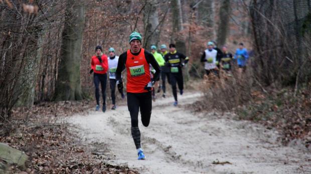 Mroźne biegi przełajowe czekają na fanów tego sportu w drugi weekend lutego.