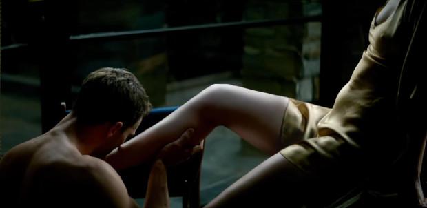 Zaskakująco przeciętnie wypadają w filmie sceny erotyczne nakręcone w dość siermiężny sposób, zupełnie bez polotu i fantazji. Brakuje charakterystycznego dreszczyku. Nareszcie jednak swobodnie i naturalnie prezentują się główni aktorzy.