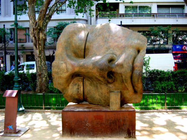 Rzeźba Igora Mitoraja w Walencji.