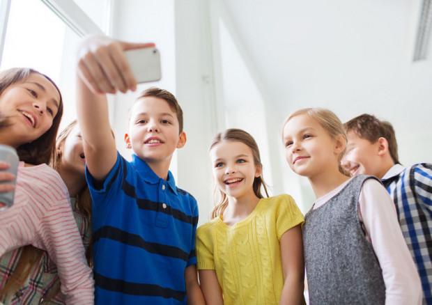 Bawić się, odpoczywać, uczyć czy maszerować w kółko po korytarzu - co dzieci mogą robić podczas przerw między lekcjami w szkole?