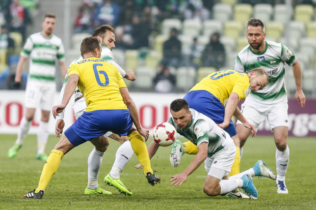 Walka w piłkarskiej ekstraklasie może stać się jeszcze bardziej twarda. Nie będzie powiększenia elity do 18 zespołów, a od sezonu 2019/20 degradowane mają być po trzy najsłabsze kluby.