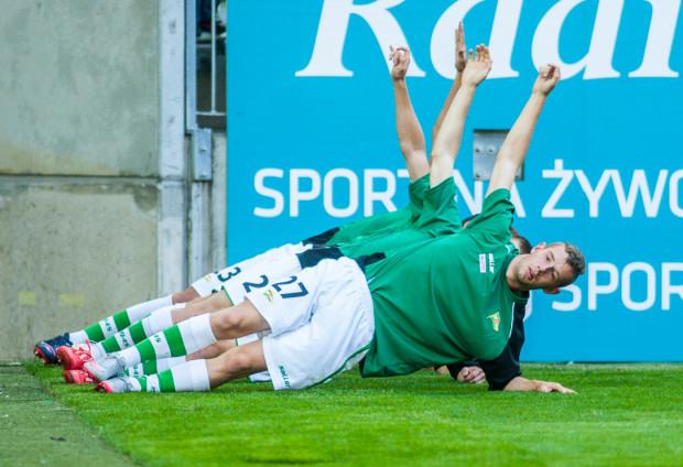 Piłkarze Lechii Gdańsk U-19 strzelili trzy gole Bałtykowi w Gdyni. Wyróżnił się Przemysław Macierzyński (na pierwszym planie), który po raz drugi próbuje zaistnieć w seniorskiej drużynie biało-zielonych.
