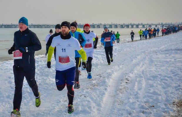 W niedzielę w Sopocie biegacze startować będą na plaży. Dzień wcześniej przełajowa impreza odbędzie się na ścieżkach leśnych w Gdyni.