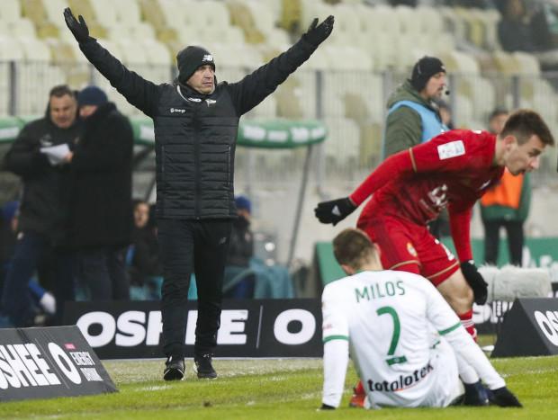 Adam Owen sam nie kapituluje, ale musi czekać co na temat  sensu jego dalszej pracy w Lechii Gdańsk powiedzą władze klubu.
