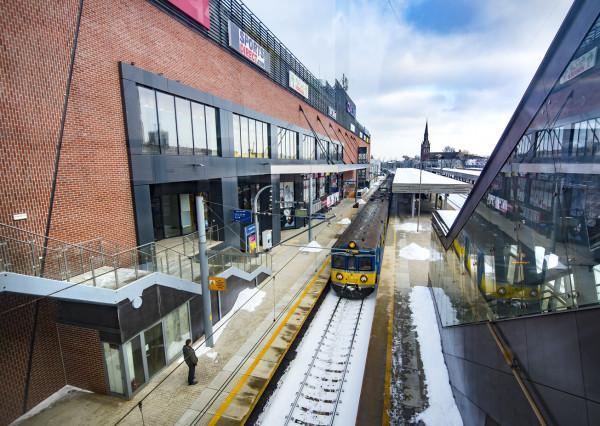 Peron, który powstał w ramach budowy Galerii Metropolia, jest jednym z argumentów, który pozwolił jej uzyskać status dworca.