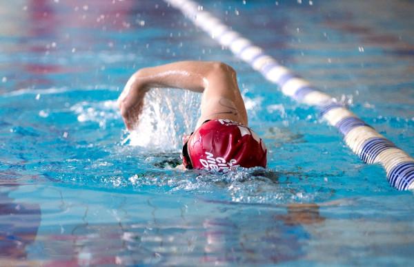 Rywalizacja indywidualna bądź w sztafecie na dystansie 1/8 IM: 600 m pływania na basenie, 15,9 km jazdy terenowej i 3 km biegu na bieżni lekkoatletycznej