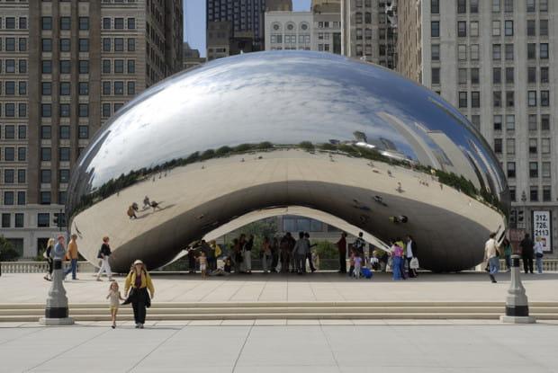 Praca Anisha Kapoora w Chicago. Miasto zadeklarowało, że będzie utrzymywać tę instalację przez 1000 lat.