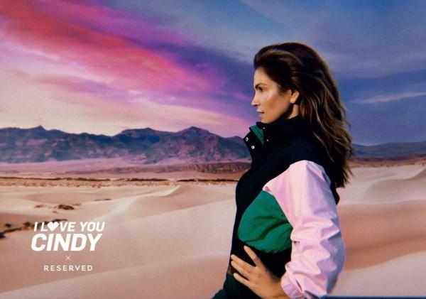 """Obecność 52-letniej modelki w kampanii Reserved """"I Love You Cindy"""" jest uzasadniona: najnowsza, wiosenno-letnia kolekcja to hołd złożony latom 80., czyli czasom, gdy Amerykanka zaczęła odnosić pierwsze międzynarodowe sukcesy."""