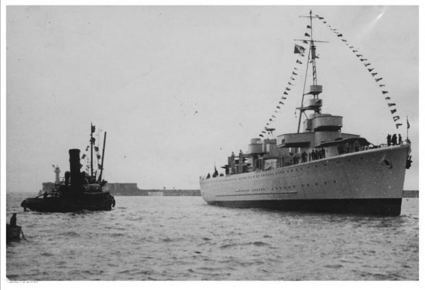 ORP Gryf po zwodowaniu we francuskiej stoczni w Le Havre.