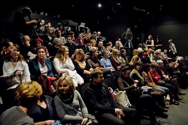 Średnia frekwencja w Teatrze na Plaży w minionym roku wyniosła 83 proc., ale na spektaklach bywa i 120 proc. obłożenia widowni (dostawiane są krzesła). Nieco mniejszym zainteresowaniem cieszy się DKF Kurort (około 50 proc.).