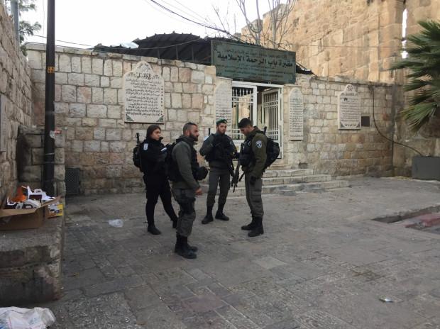 Uzbrojeni żołnierze na ulicach to jeden z nieodłącznych elementów Izraela. Zdjęcie wykonano na Starym Mieście w Jerozolimie.