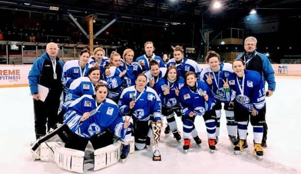 Hokeistki Stoczniowca Gdańsk ze srebrnymi medalami mistrzostw Polski 2018.