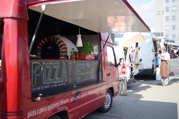 Zaczyna się nowy sezon na food trucki. Szukajcie ich pod Galerią Metropolia