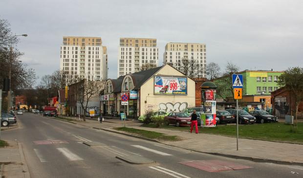 Wieżowce Quattro Towers we Wrzeszczu oraz pobliska zabudowa ul. Partyzantów.