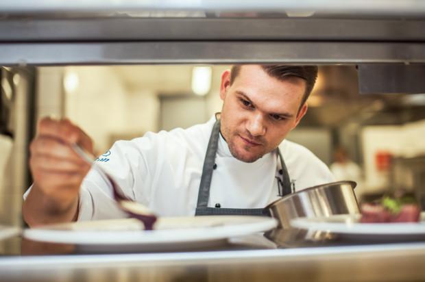 Paweł Stawicki, szef kuchni w restauracji Mercato, jest zwolennikiem tradycyjnego wielkanocnego śniadania, ale zachęca do kuchennych eksperymentów w przygotowywaniu dań obiadowych.