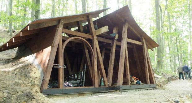 Tak jesienią prezentował się jeden z domków przy nowo powstających szlakach.