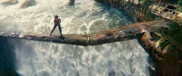 Nowa wersja przygód Lary Croft tempem akcji i choreografią walk z pewnością ma szansę dorównać słynnej serii gier. Znacznie gorzej film Roara Uthauga prezentuje się pod kątem scenariusza, drugoplanowych postaci i... efektów specjalnych. Te bowiem, jak na taki rodzaj kina, rozczarowują sztucznością i niedopracowaniem.