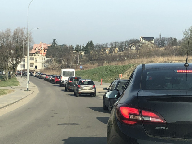 Korek na ul. Cedrowej. Ulica Nowa Olchowa mogłaby go nieco rozładować.