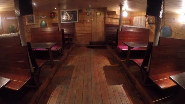 Sala jadalna, kryjąca się pod pokładem Baru Pomorza.