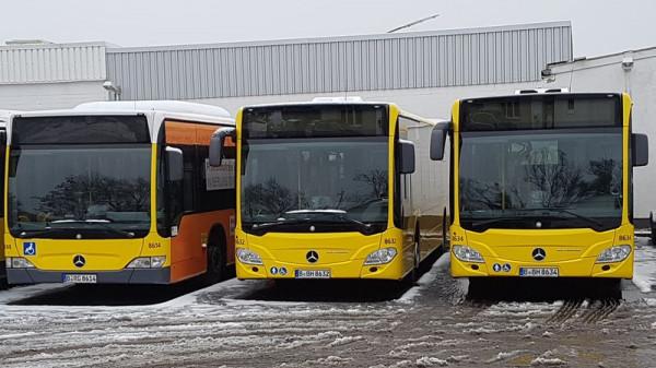 Autobusy były dotychczas eksploatowane w Berlinie. Na zdjęciu jeden z nich, po lewej stronie.