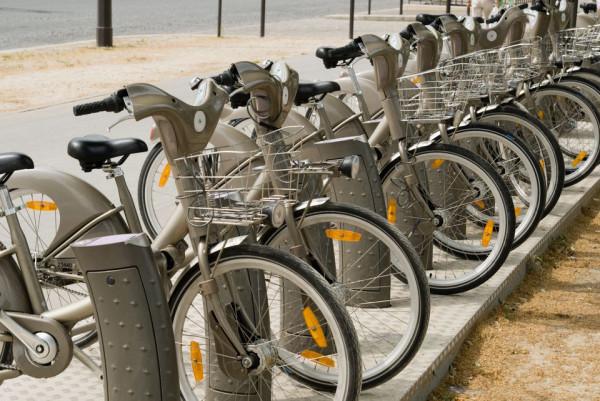 Prawie 4 tys. rowerów publicznych ma ułatwić poruszane się mieszkańcom 14 gmin w Trójmieście i okolicach. Trwa wybór nazwy dla łączącego je systemu.
