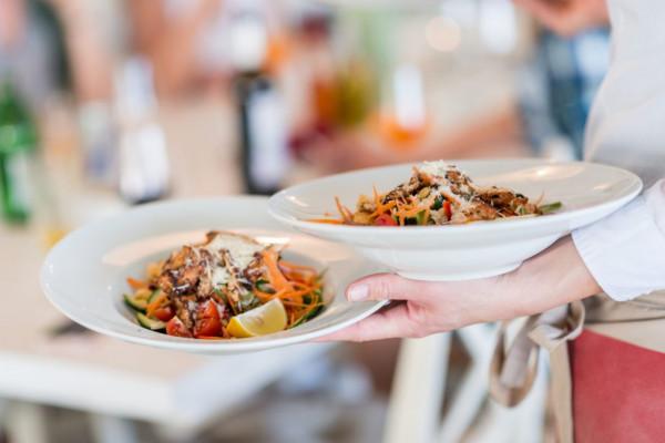 W kwietniowej edycji festiwali znajdziemy kuchnie z całego świata - grecką, włoską, hiszpańską, tajską oraz polską.