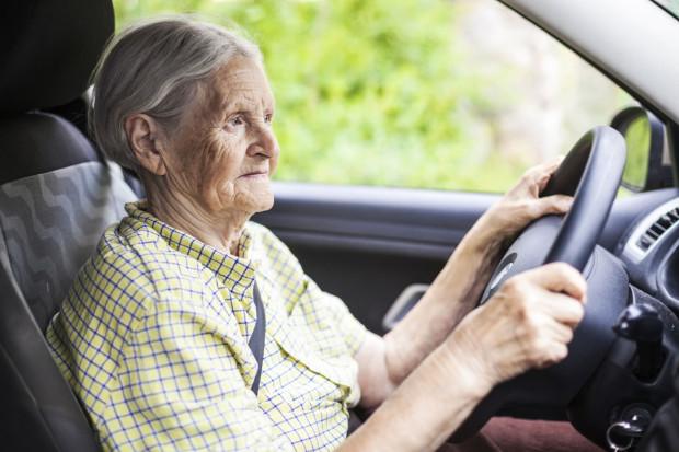 Niewykluczone, że już niebawem kierowcy w podeszłym wieku będą musieli cyklicznie meldować się u lekarzy w celu odbycia okresowych badań.