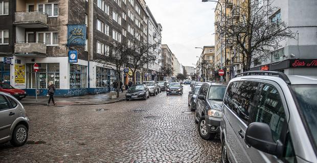 Większość ankietowanych uważa, że ul. Starowiejska w Gdyni ma wyjątkowy klimat, ale wiele jest jeszcze na niej do zrobienia.