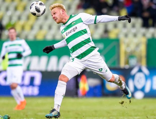 Daniel Łukasik w tym sezonie opuścił tylko 3 z 32 oficjalnych spotkań Lechii Gdańsk. W każdym z czterech ostatnich spotkań otrzymał po kartce, to oznacza pauzę w następnej kolejce.