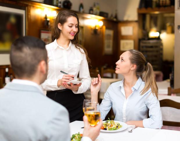 Brak wskazanej w karcie tańszej alternatywy wybranego wina to dość częsta przypadłość niektórych restauracji.