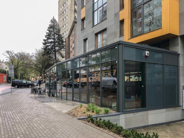 W lokalu przy ul. Żołnierzy I Armii Wojska Polskiego 10 wcześniej działała restauracja Open Kitchen.