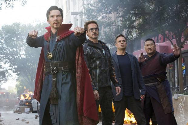 """""""Wojna bez granic"""" mobilizuje największych herosów we wspólnej walce z Thanosem, Szalonym Tytanem, który pragnie zebrać wszystkie Kamienie Nieskończoności. Wówczas posiądzie pełnię władzy nad całym wszechświatem."""